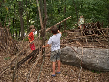 Blog-Nature-Play-Guidelines-Children-Constructing-with-Sticks-in-Woods