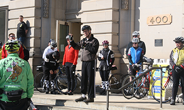 Des Moines Mayor Frank Cownie (center, wearing gray) addresses a crowd before the Mayor's Annual Ride for Trails.