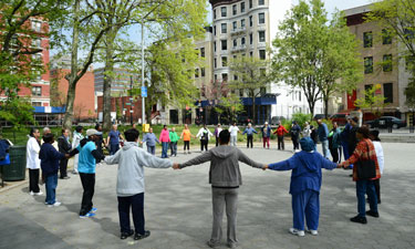 Learn how NYC Parks and Harlem Hospital Center are helping African-American seniors in Harlem enjoy a physically and socially healthier lifestyle.